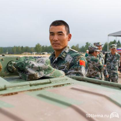 Nikkor_35-1.8G_Nikon_D800E_Tanks_Biathlon-2014_101tema.ru_Filberd_DOK_5300