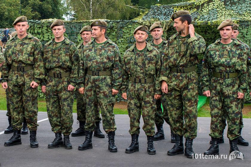 Nikkor_35-1.8G_Nikon_D800E_Tanks_Biathlon-2014_101tema.ru_Filberd_DOK_5343_Faces