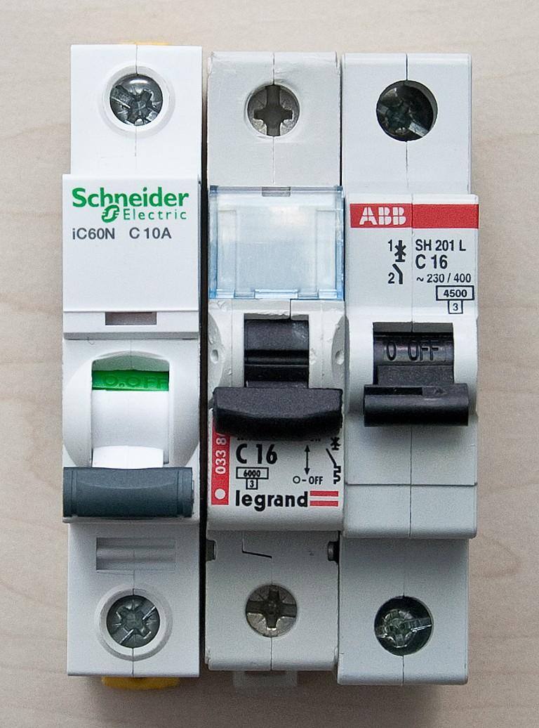 Schneider_Electric_Acti9_DSC_4701