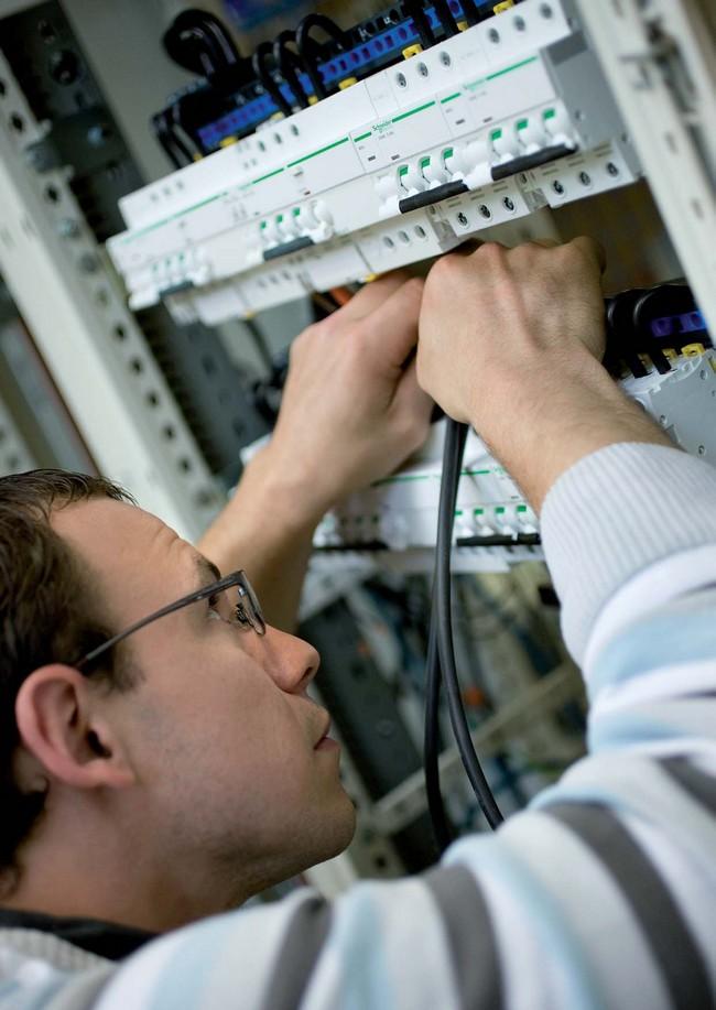 Schneider_Electric_Acti9_30